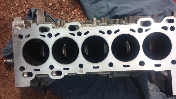 Closing deck engine block